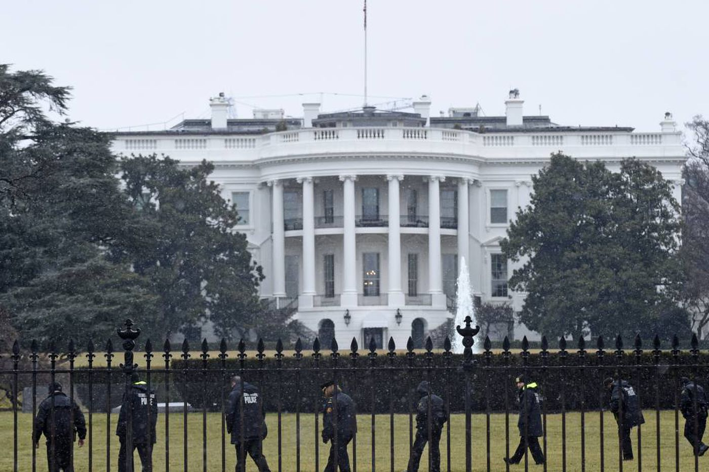 Secret Service agents investigated after car hits White House barricade