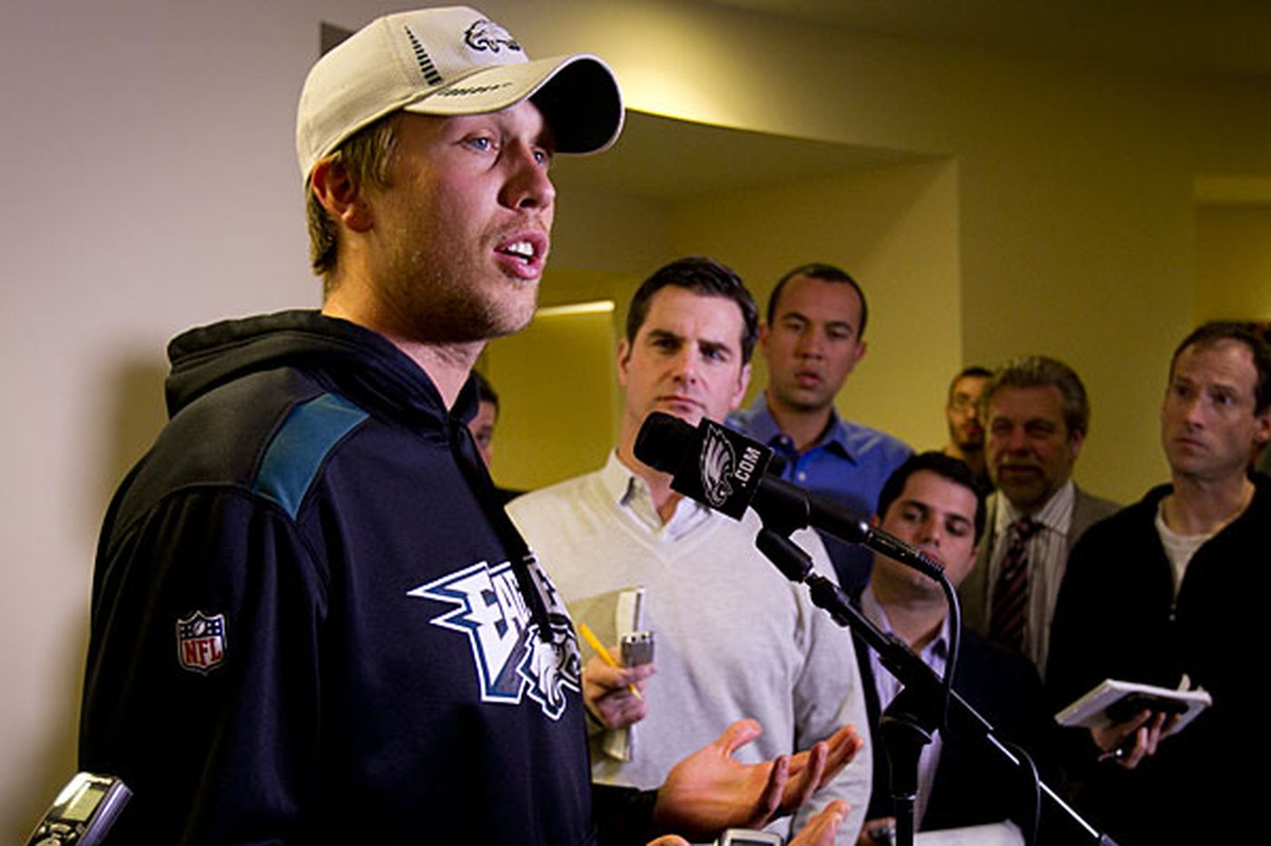 Newlywed Foles ready to start anew with Eagles