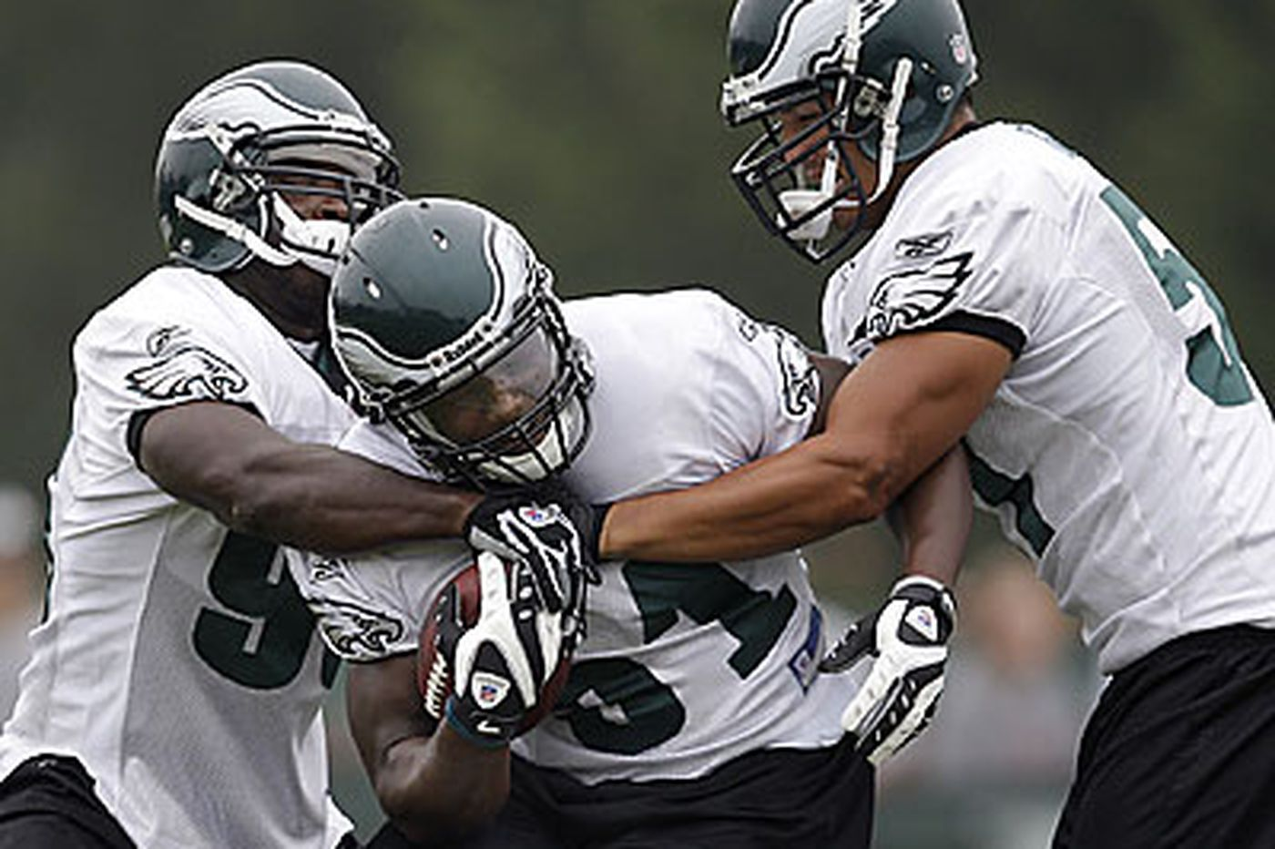 Eagles - Eagles linebackers are no tackling dummies