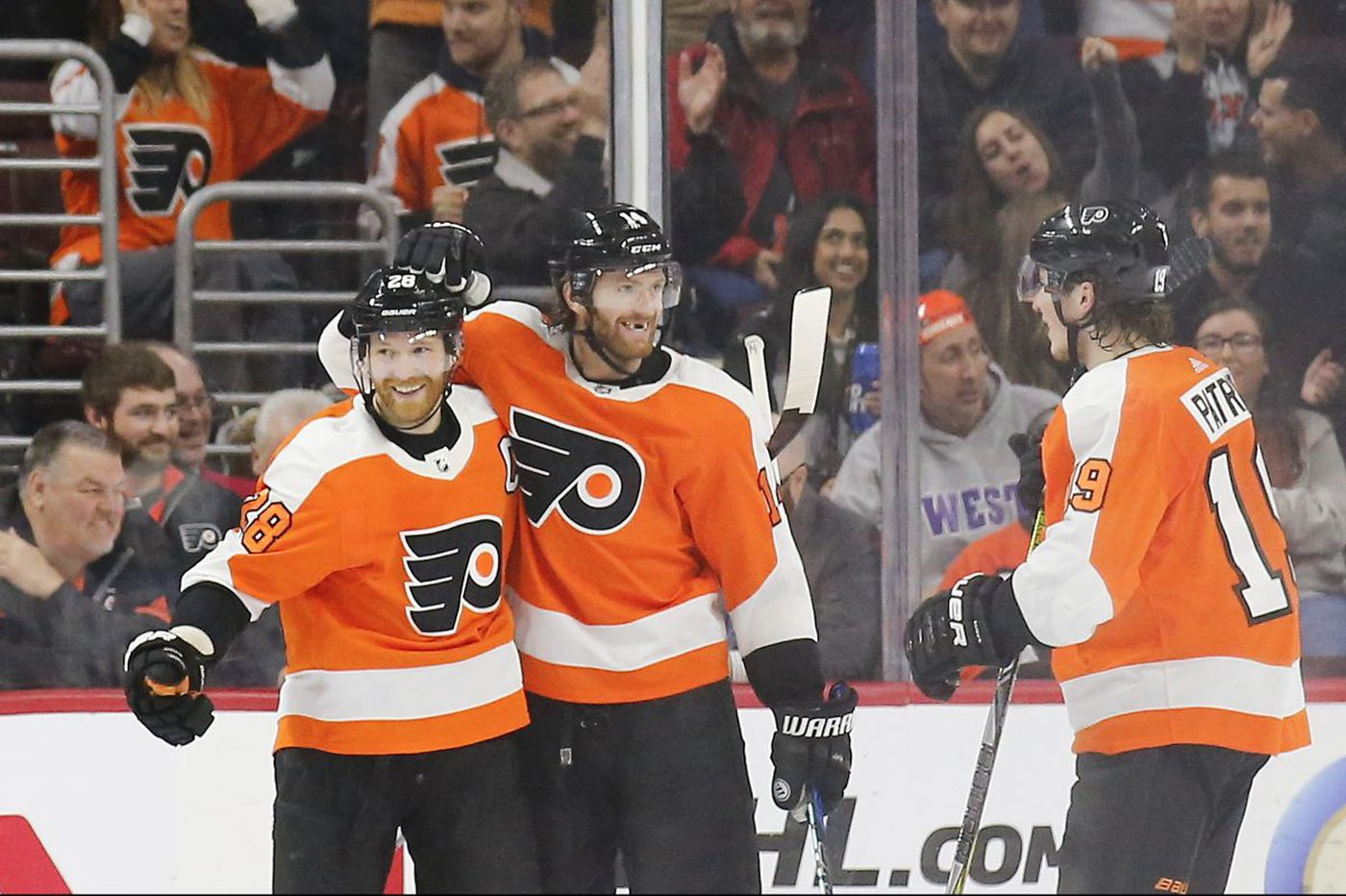 Flyers clinch playoff berth behind Claude Giroux's hat trick