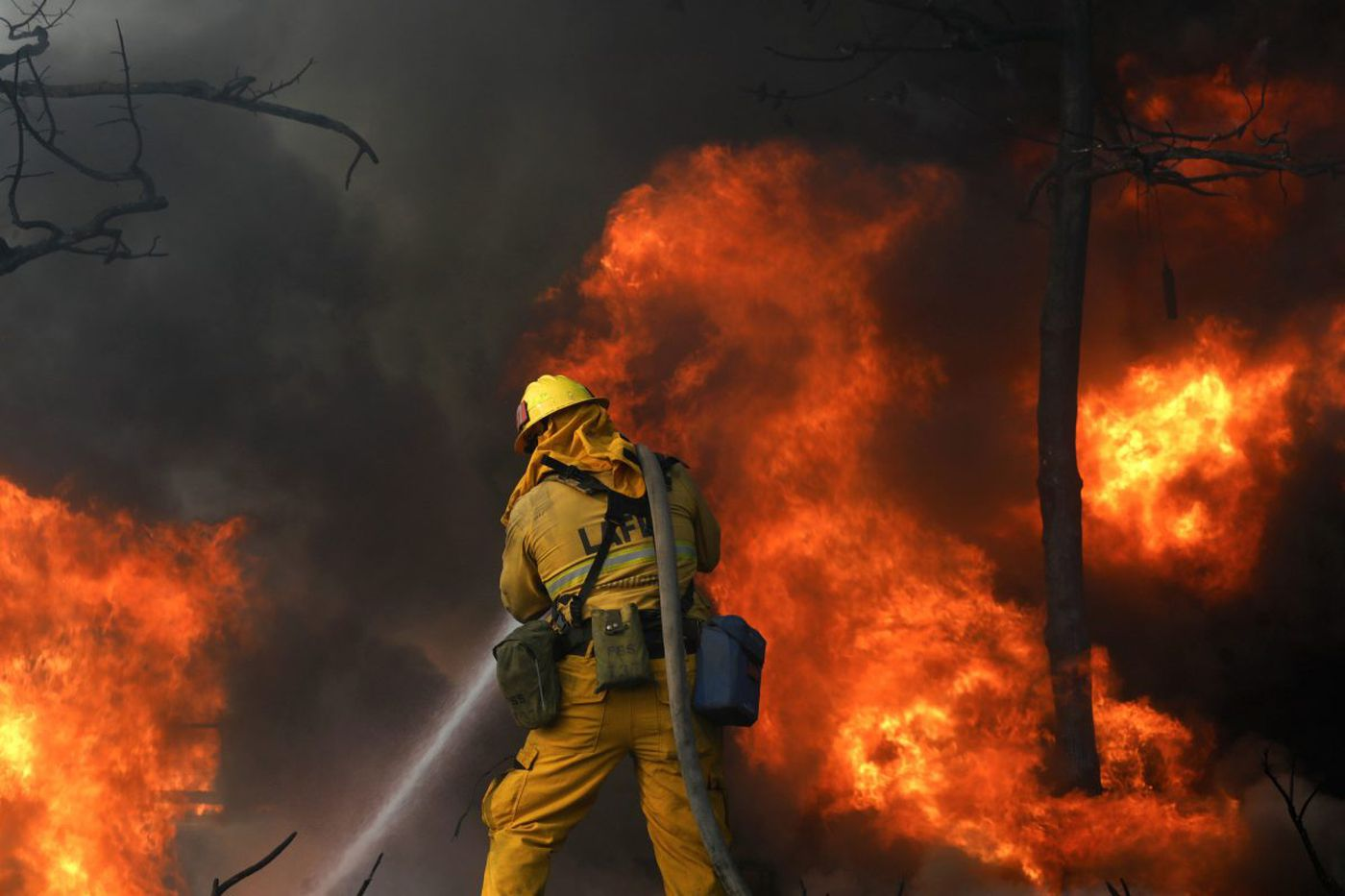 Eagles unaffected by Los Angeles-area wildfires; Rams cancel practice, move indoors