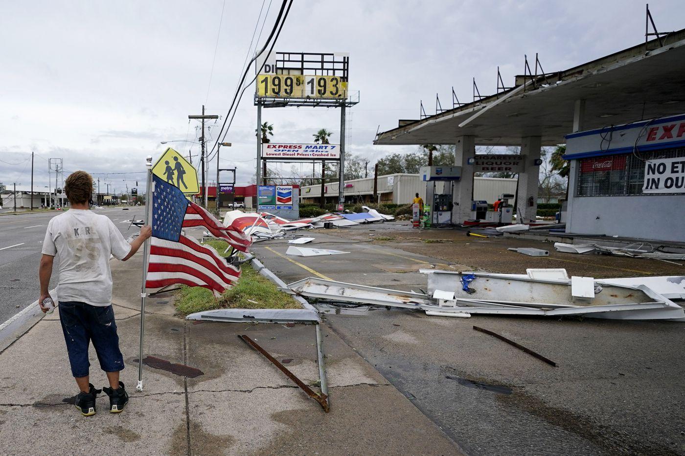 Hurricane Laura thrashes Louisiana, nearby states face tornado threats