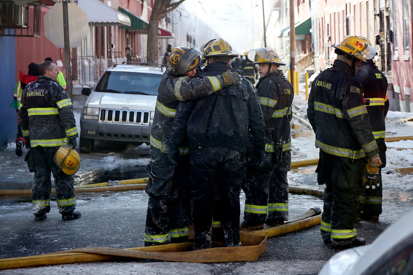 Cold weather and clutter hindered the response to a 2018 North Philly blaze that killed a firefighter, new reports find