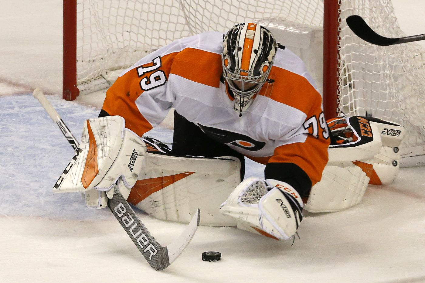 flyers stunned by two late goals in loss to panthers