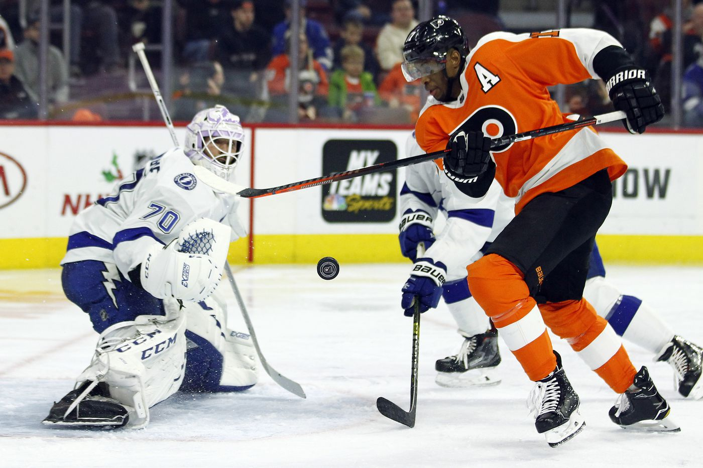 Hot Flyers try to contain high-flying Lightning; Carter Hart gets the call