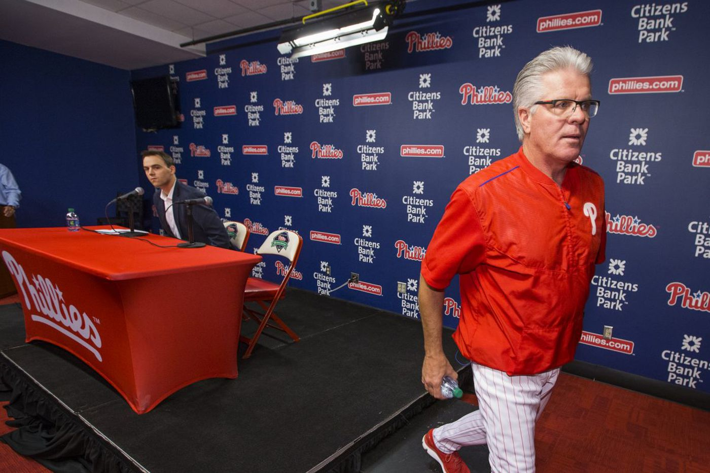 Phillies fire Pete Mackanin as manager