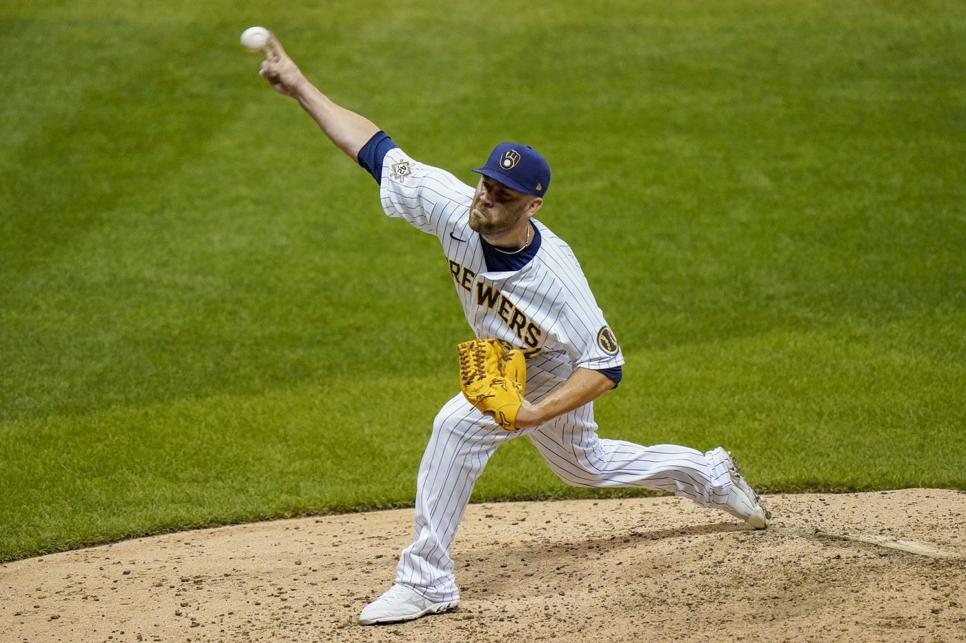 Phillies beat trade deadline by acquiring reliever David Phelps from Milwaukee Brewers