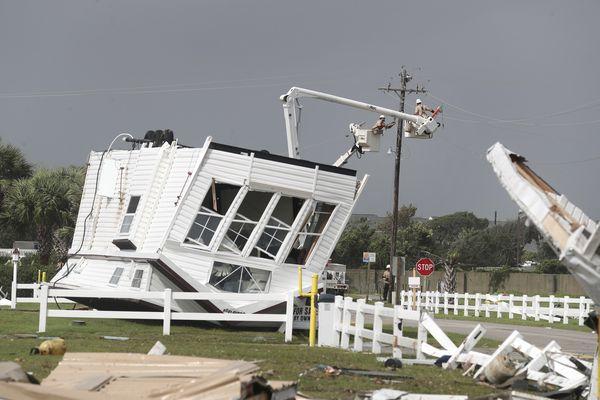 Hurricane Dorian rakes Carolinas as it moves up the coast