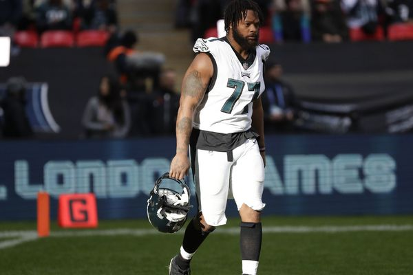 Why Eagles' Michael Bennett's shoulder pads are so small