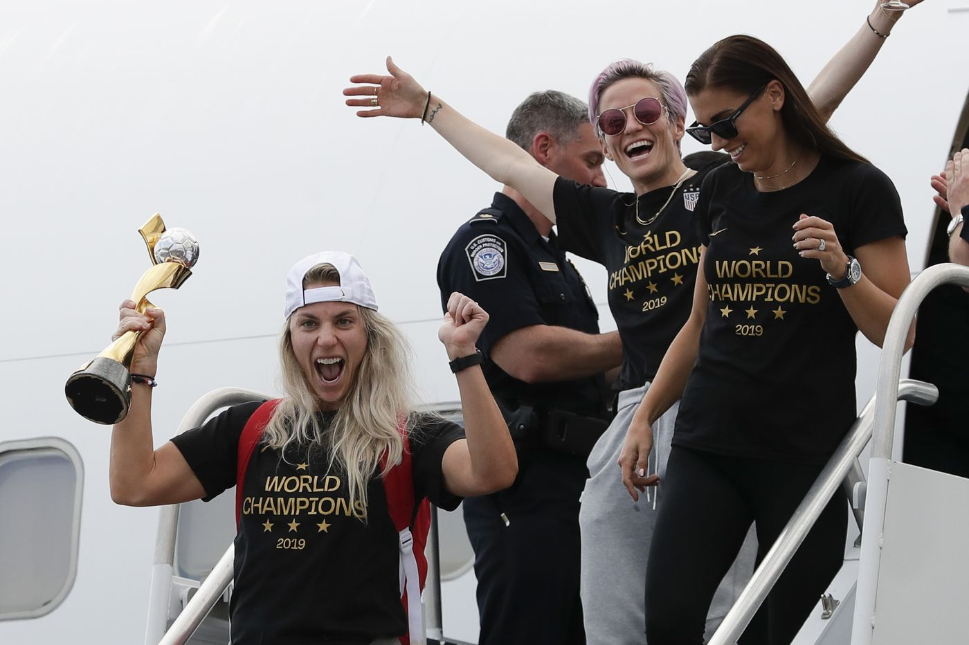 Julie Ertz brings USWNT's World Cup trophy home ahead of New York parade