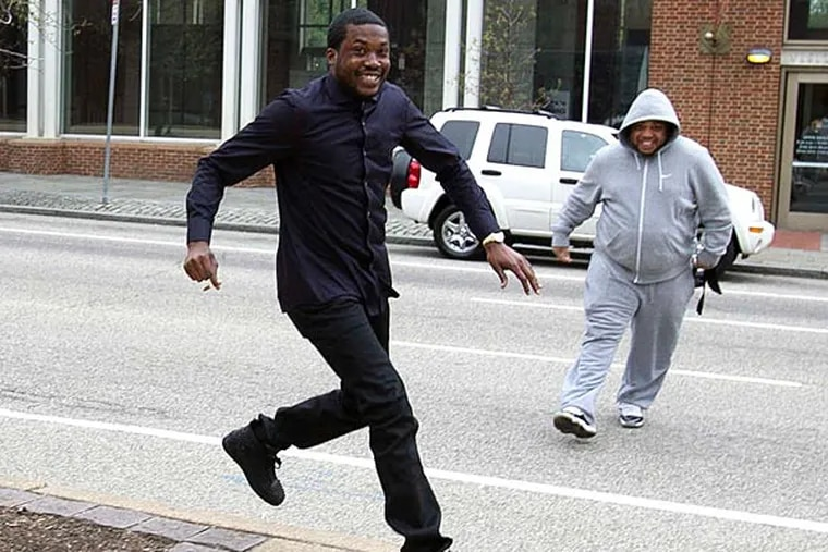 Meek Mill , a/k/a Robert Williams, smiles big as he arrives yesterday at the federal courthouse. ALEJANDRO A. ALVAREZ / STAFF PHOTOGRAPHER
