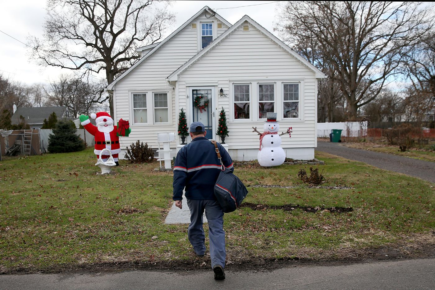"""87de144e0 Letter carrier Tom Tryon says homemade cookies and a """"Happy Holidays"""" or  """"Merry"""