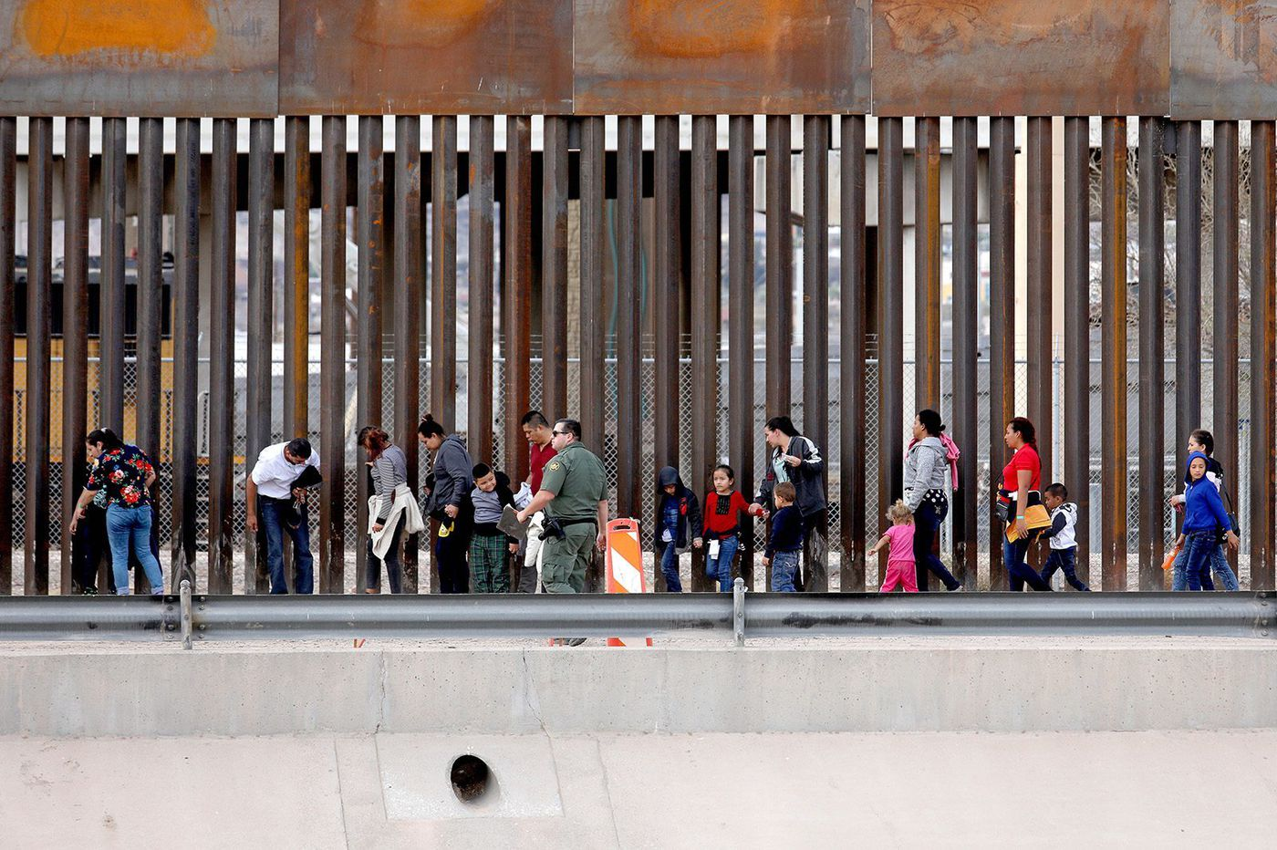 Texas lawmaker: Illegal immigration at US-Mexico border creating 'chaos'