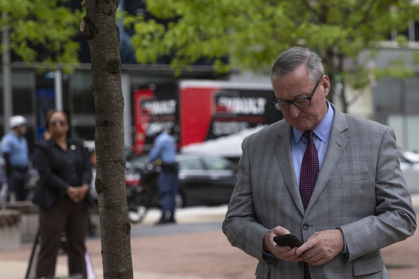 Kenney admin's new policy: Don't text city business; don't use personal devices