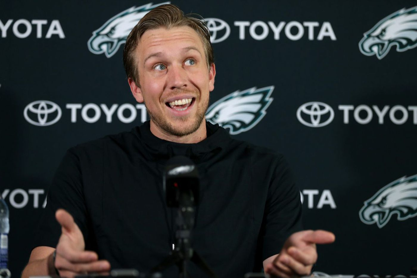 Nick Foles wants to start, but the Eagles QB is ready to back up Carson Wentz again