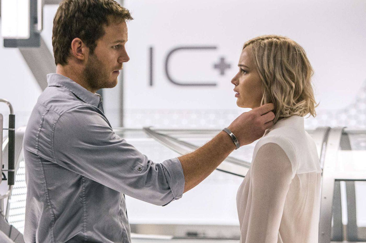 'Passengers', Jennifer Lawrence and Chris Pratt in cosmic love story