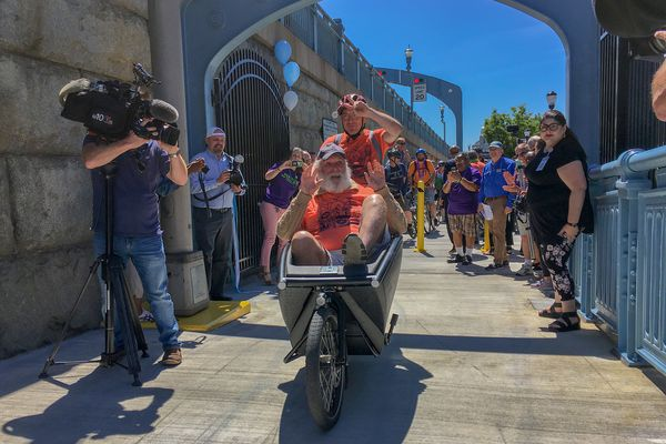 Cyclists celebrate opening of Ben Franklin Bridge ramp