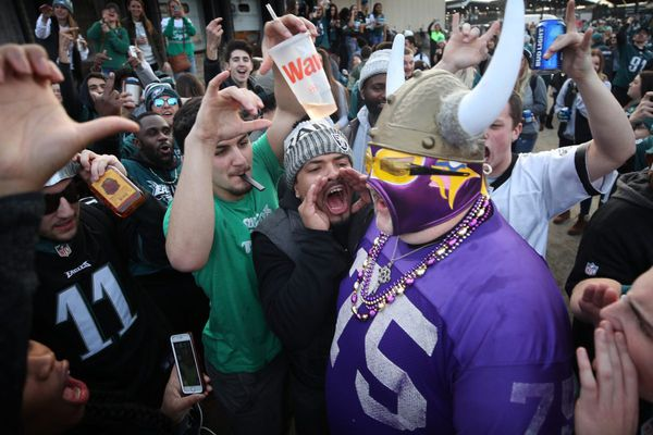 Eagles fans pony up to atone for bad behavior against Vikes fans
