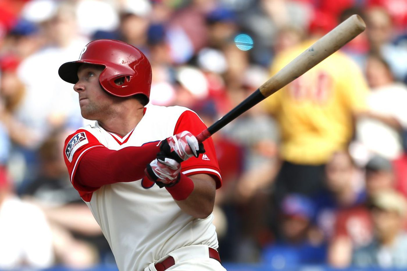 Rhys Hoskins turns triple play and homers in Phillies' win
