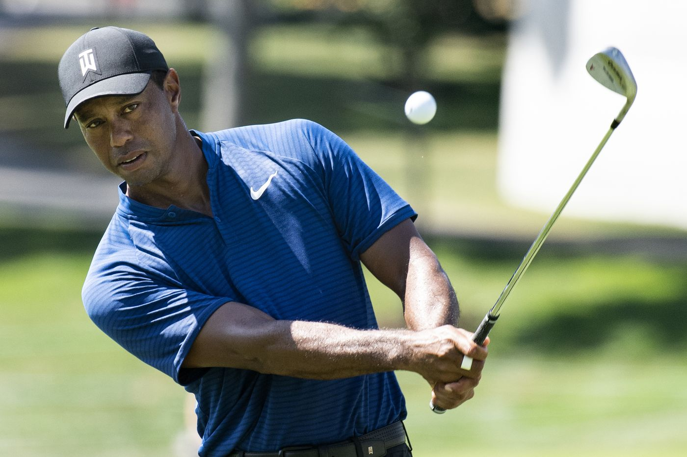 Tiger Woods falls out of lead at BMW Championship