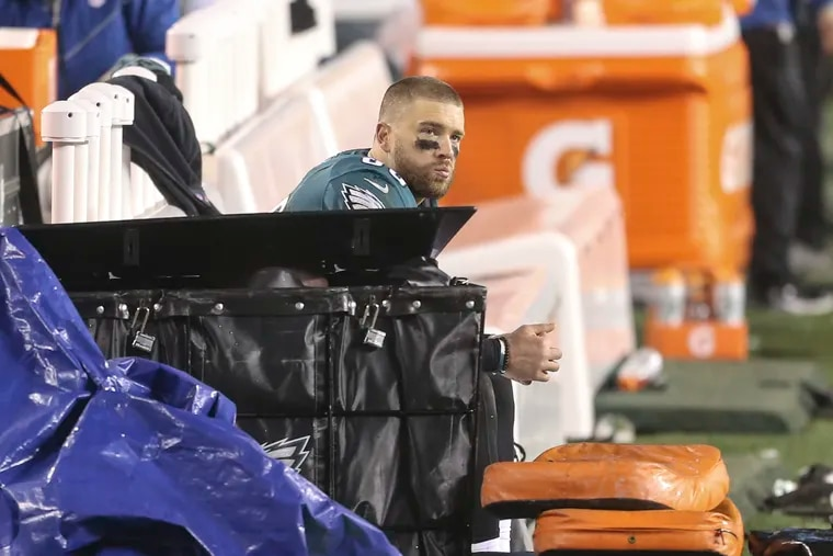 Eagles tight end Zach Ertz was the last player to leave the field after the team's season-ending loss to Washington.