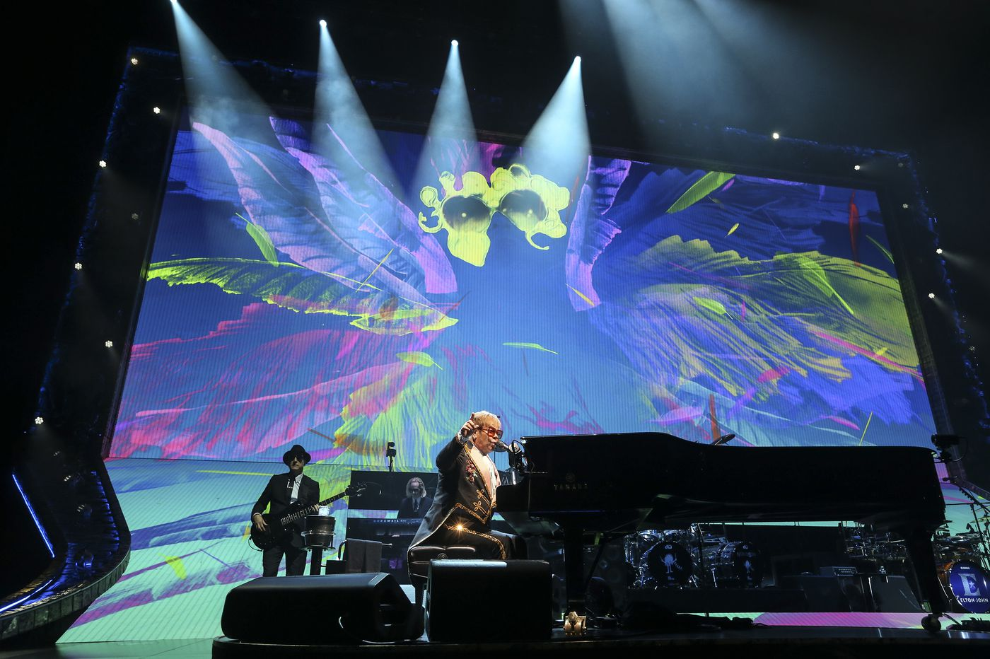 2c18bbc51 Review: Elton John says goodbye with 'Farewell Yellow Brick Road' show at  the Wells Fargo Center