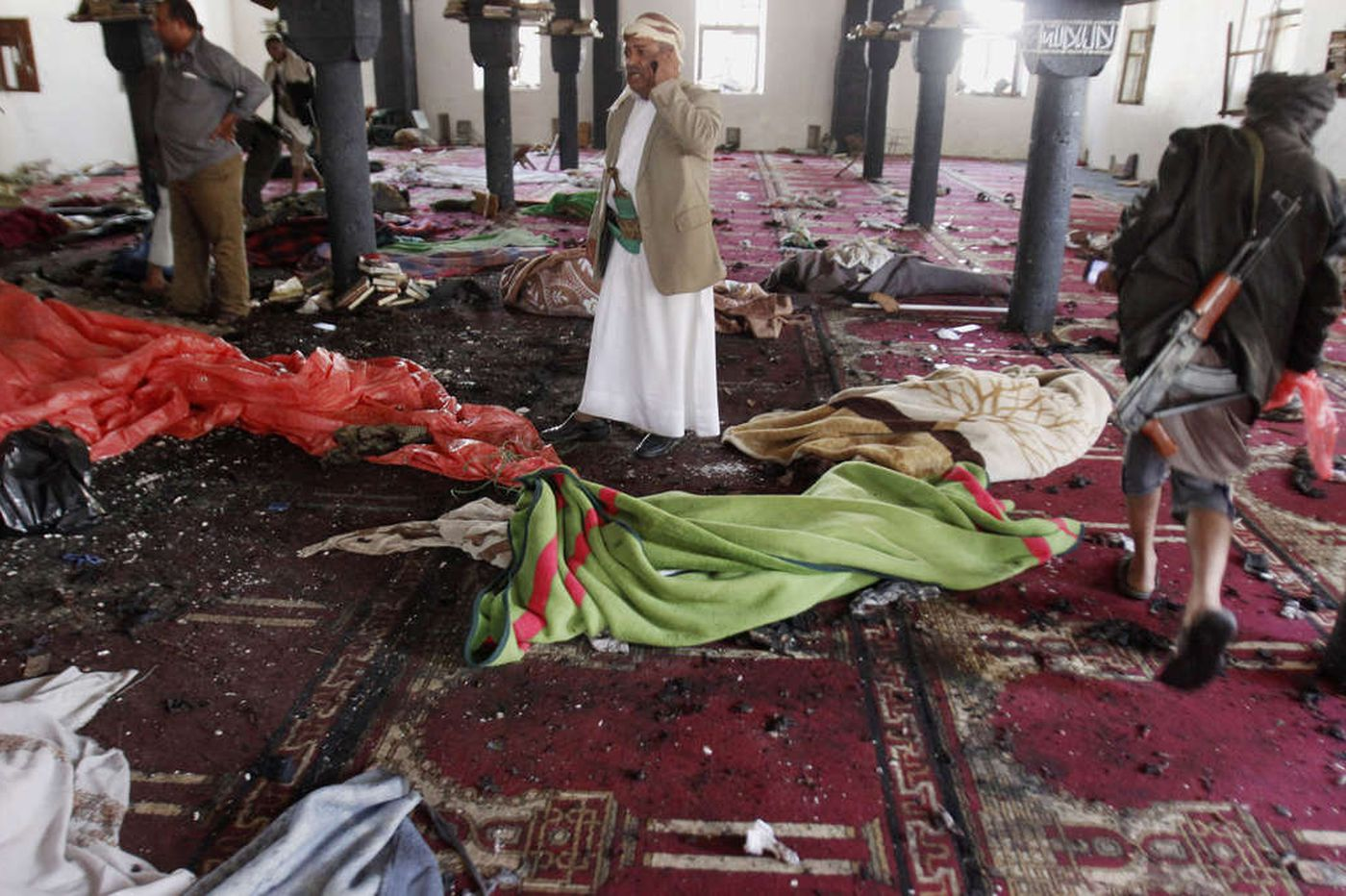 Yemen attacks kill scores