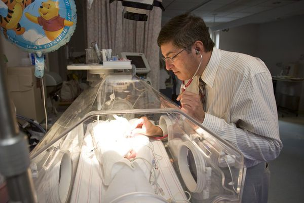 Newborns in opioid withdrawal may do better on methadone than morphine, major study finds