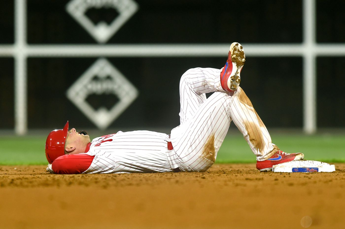 Phillies' Rhys Hoskins suffers ankle sprain, out of lineup for game vs. Mets