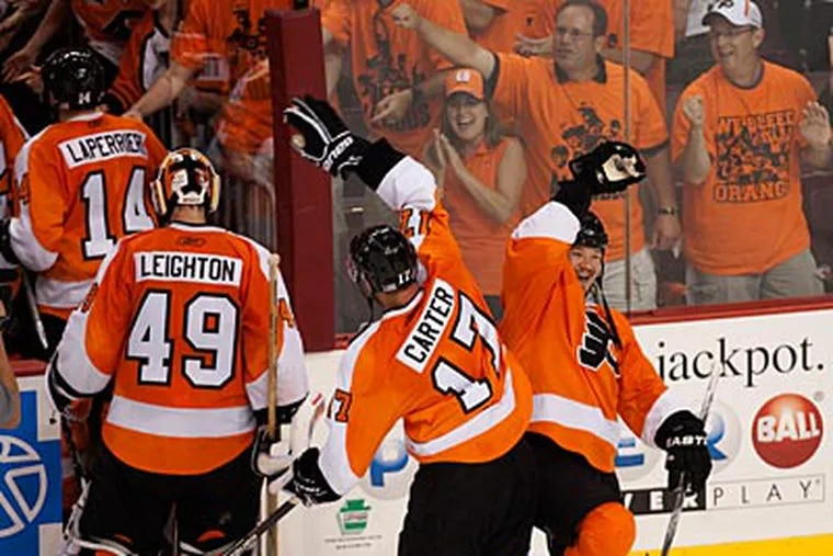 The Flyers celebrate their Game 4 victory over the Blackhawks. (Ed Hille / Staff Photographer)