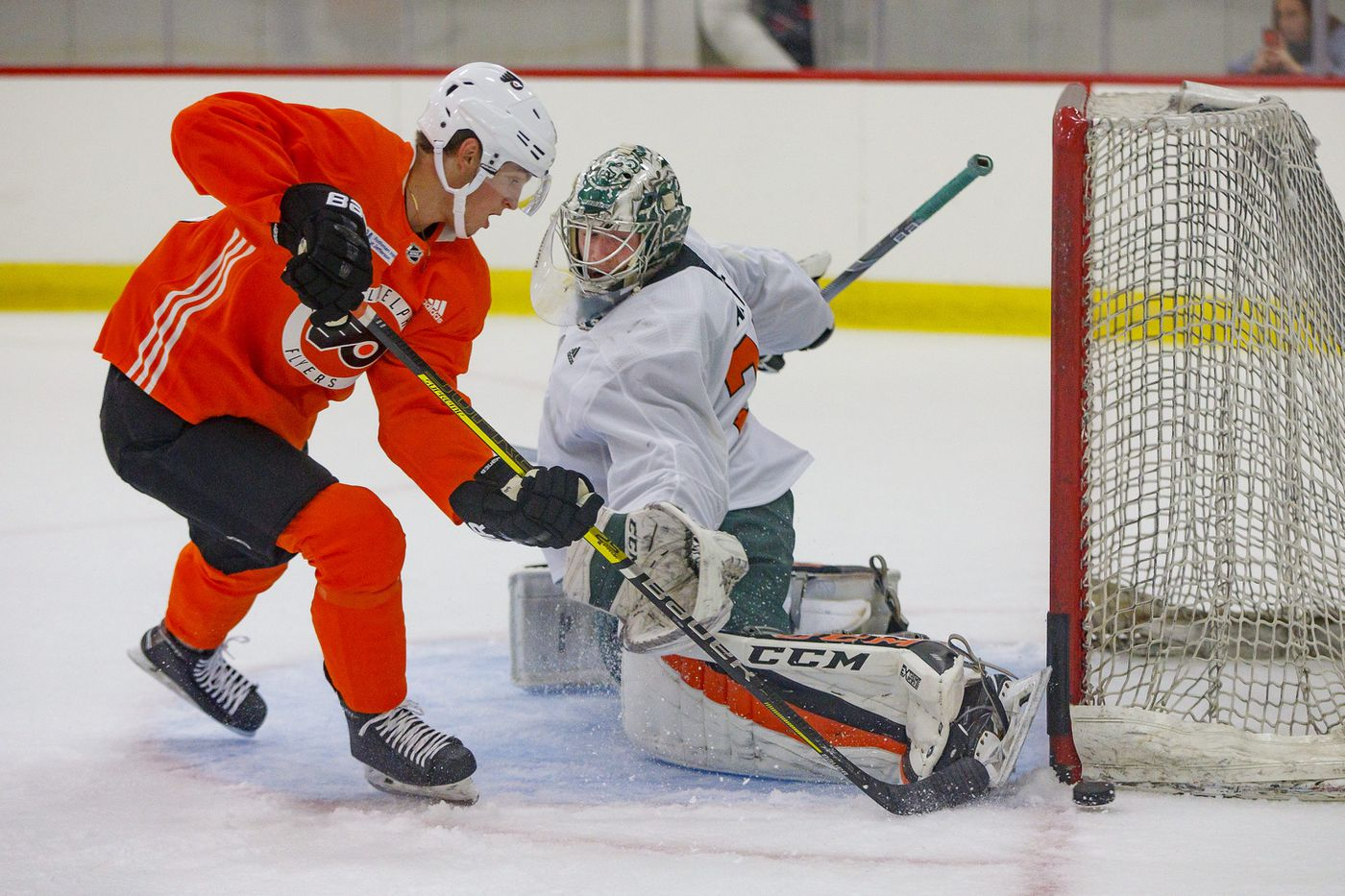 Flyers goalie prospect Carter Hart is a student of the game