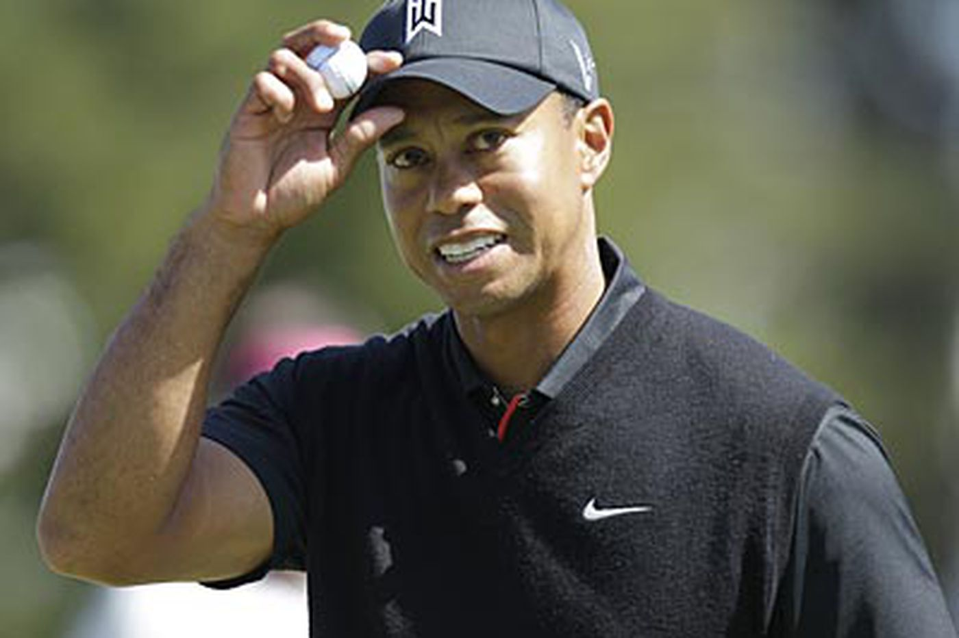 Tiger shares Open lead with Furyk, Toms