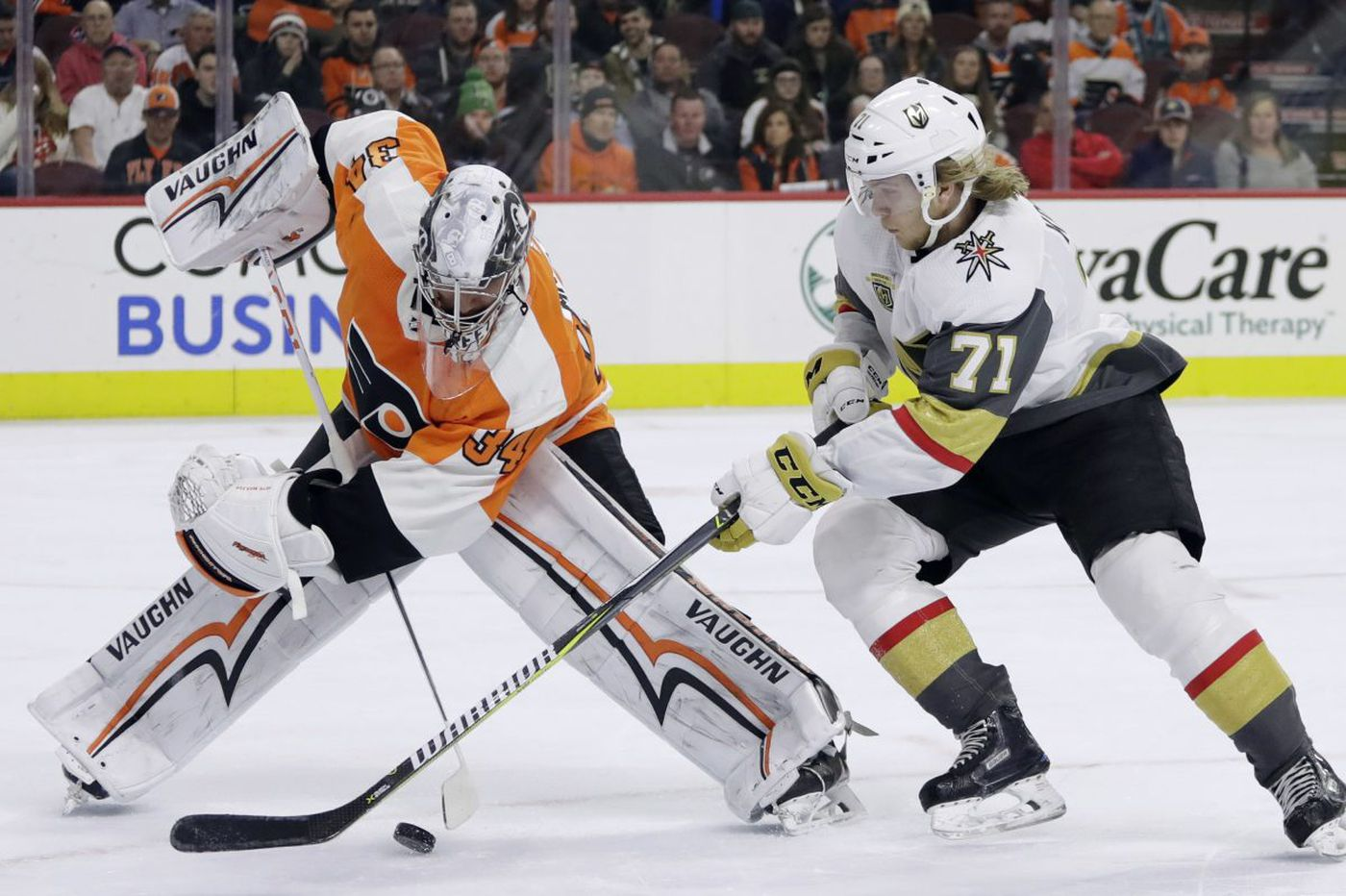 Flyers fall to Vegas on late goal