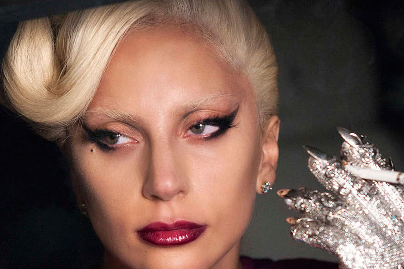 Lady Gaga debuts on 'American Horror Story;' 'Casual' gets brainy about dating
