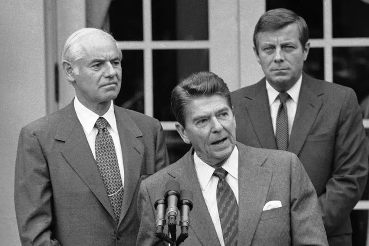 Drew Lewis (right) served as secretary of transportation under President Ronald Reagan. They were with Attorney General William French Smith (left) at a briefing on the air-traffic controllers' strike in 1981.