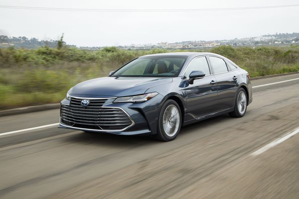 2019 Toyota Avalon Hybrid — smooth, pretty, but not fun like its Jersey Shore namesake
