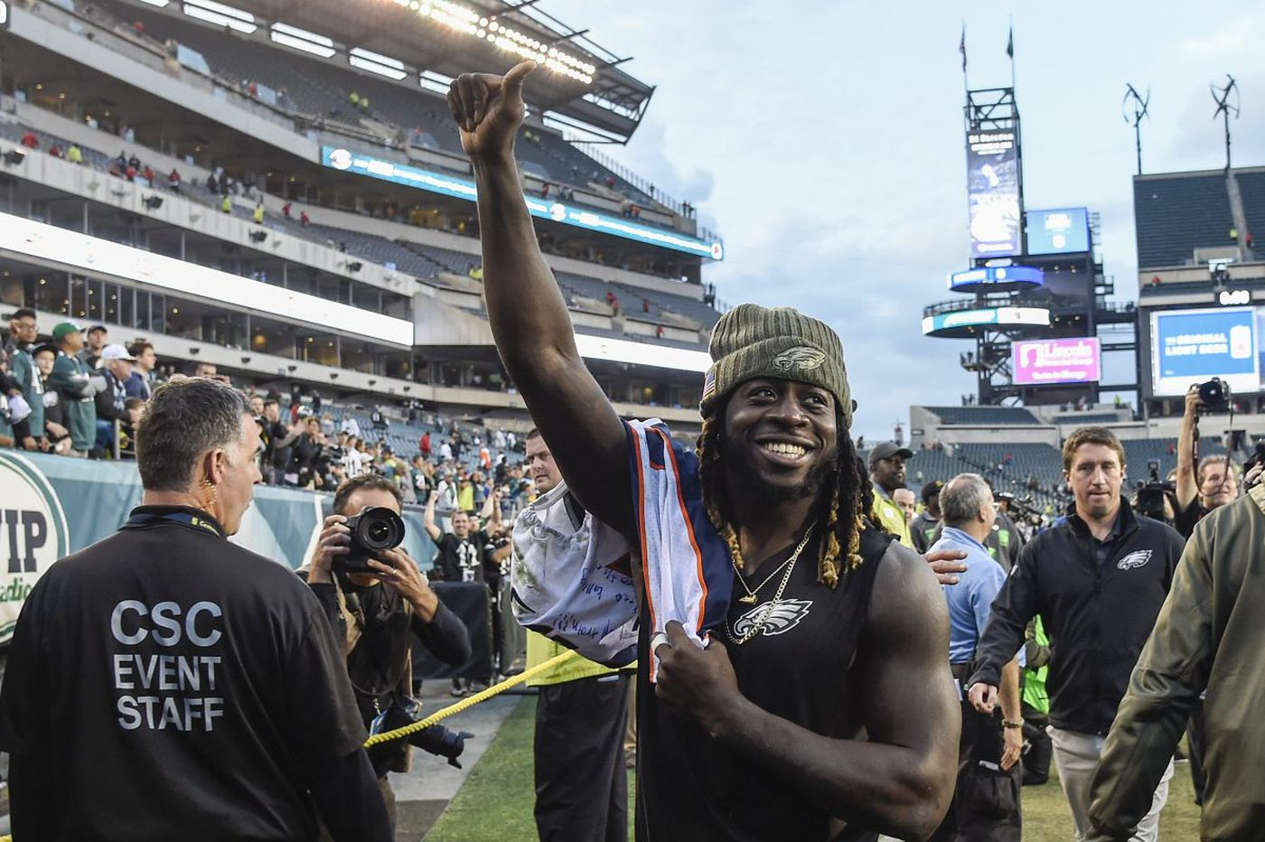 A better debut with Eagles? Jay Ajayi couldn't have asked for one | Mike Sielski