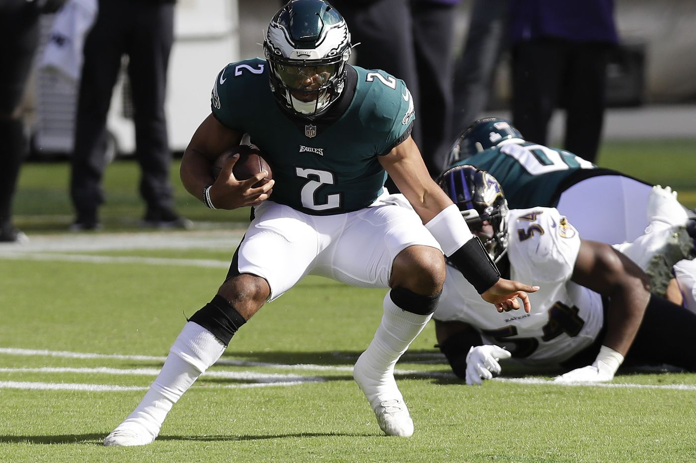 Jalen Hurts isn't a threat to Carson Wentz. He might be the weapon Wentz and the Eagles need. | Mike Sielski
