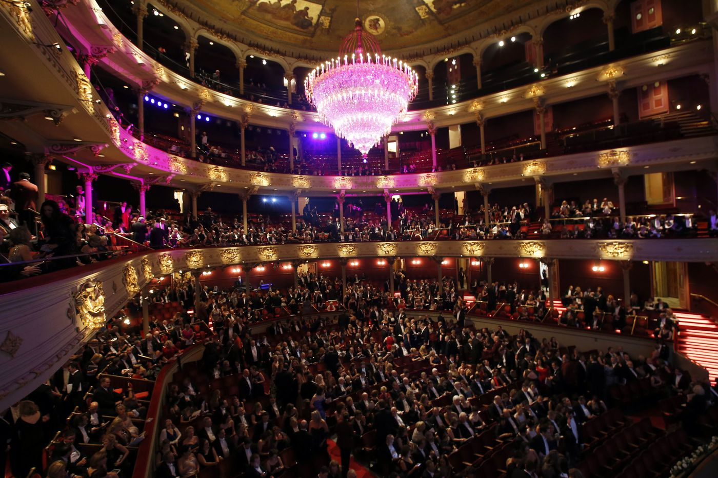 Philadelphia Orchestra gives gift of 'Pomp' to graduates everywhere