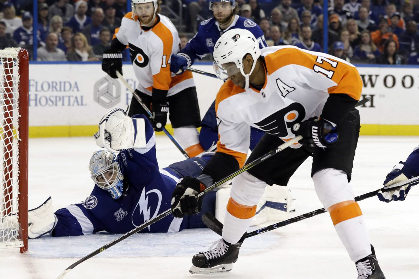 Flyers will try to keep winning streak alive against powerful Lightning