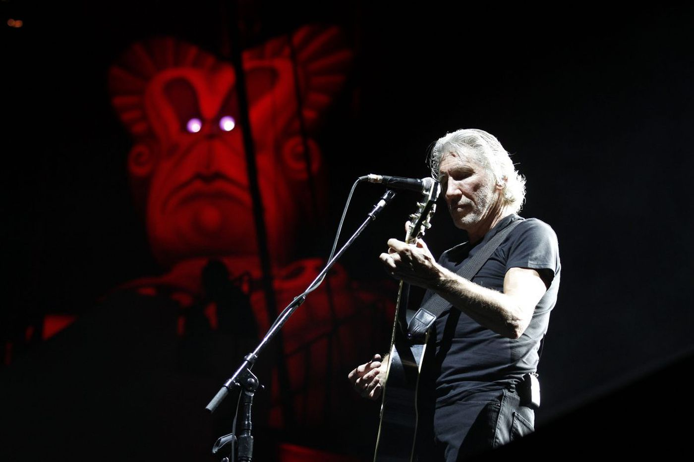 Is Roger Waters an anti-Semite?