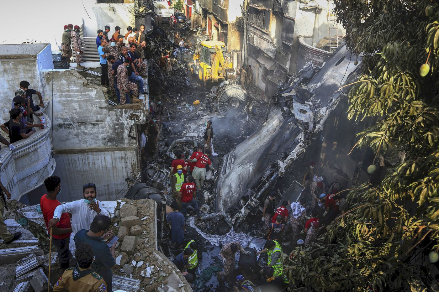 Pakistan plane crashes in crowded neighborhood with 98 on board