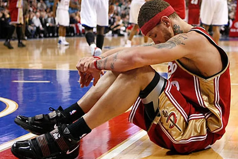 """""""One day at a time,"""" Delonte West said when asked how he was doing after a turbulent last few months. """"Baby steps, baby steps."""" (Ron Cortes/Staff Photographer)"""