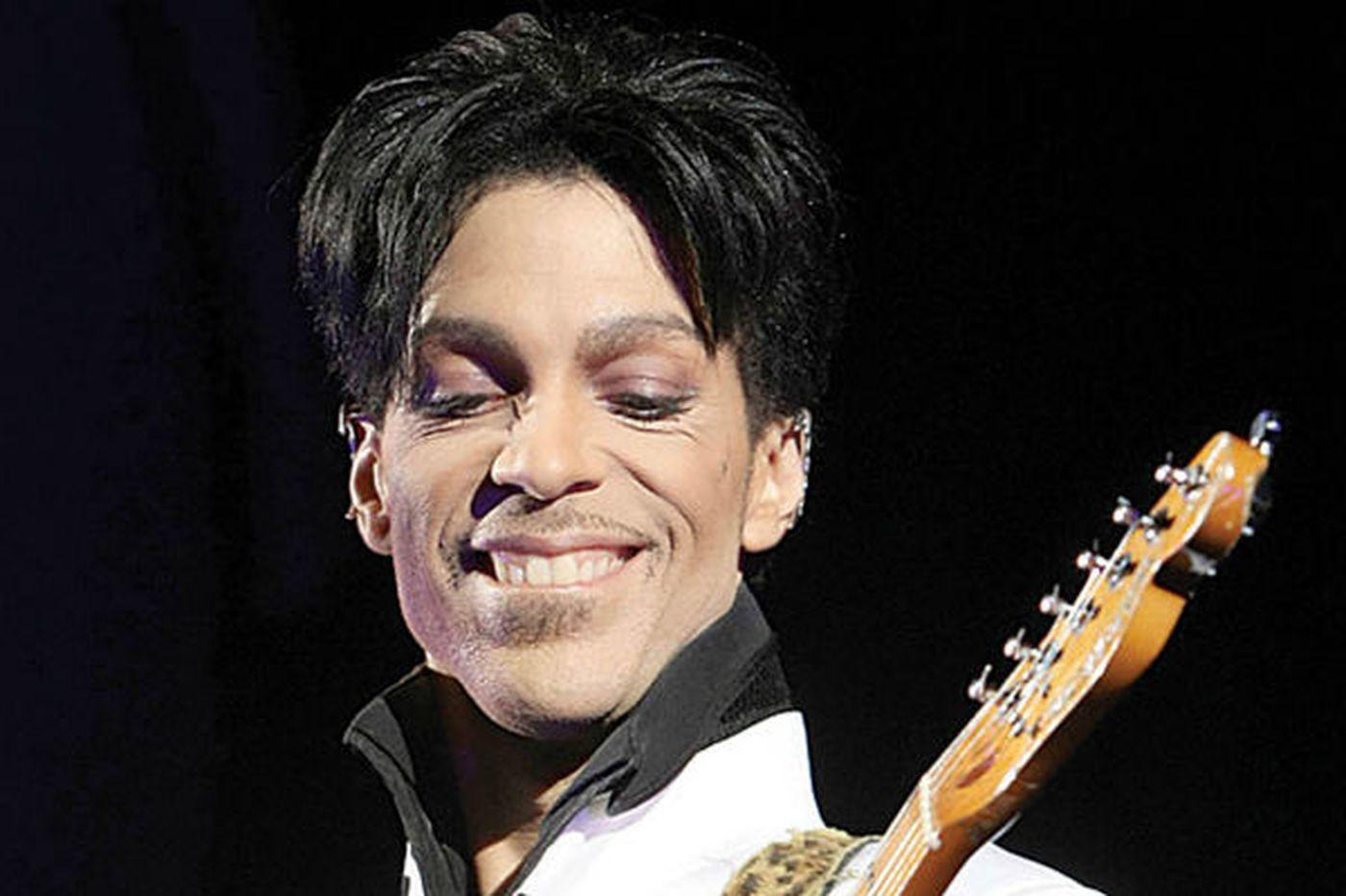 Prince sues fans, inspires controversy