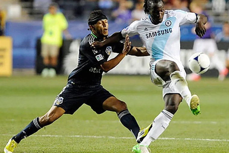 Union captain Carlos Valdés got a standing ovation when he came on as a substitute for the MLS All-Stars. (Michael Perez/AP)