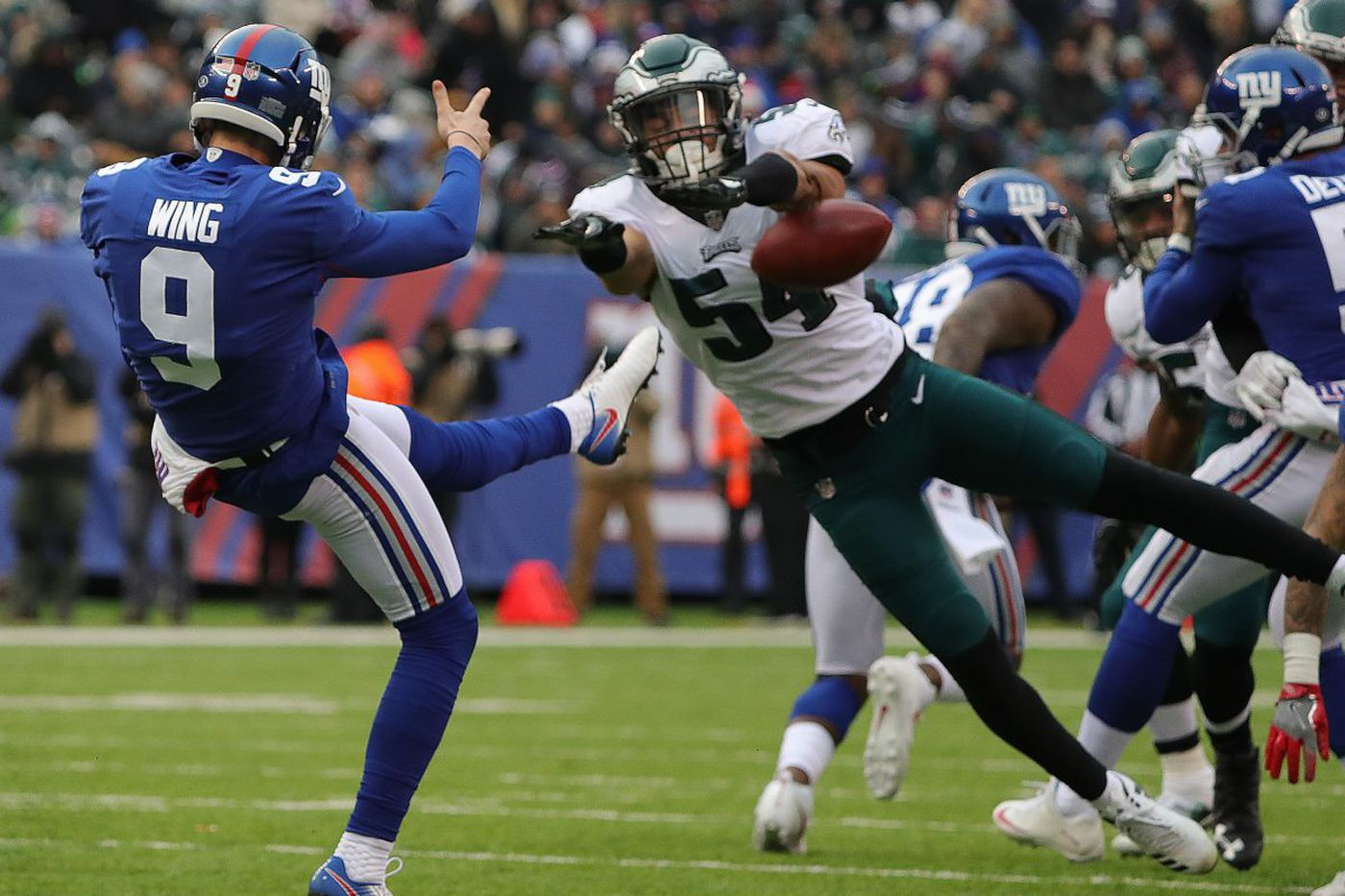 Eagles' block party helps clinch first-round playoff bye