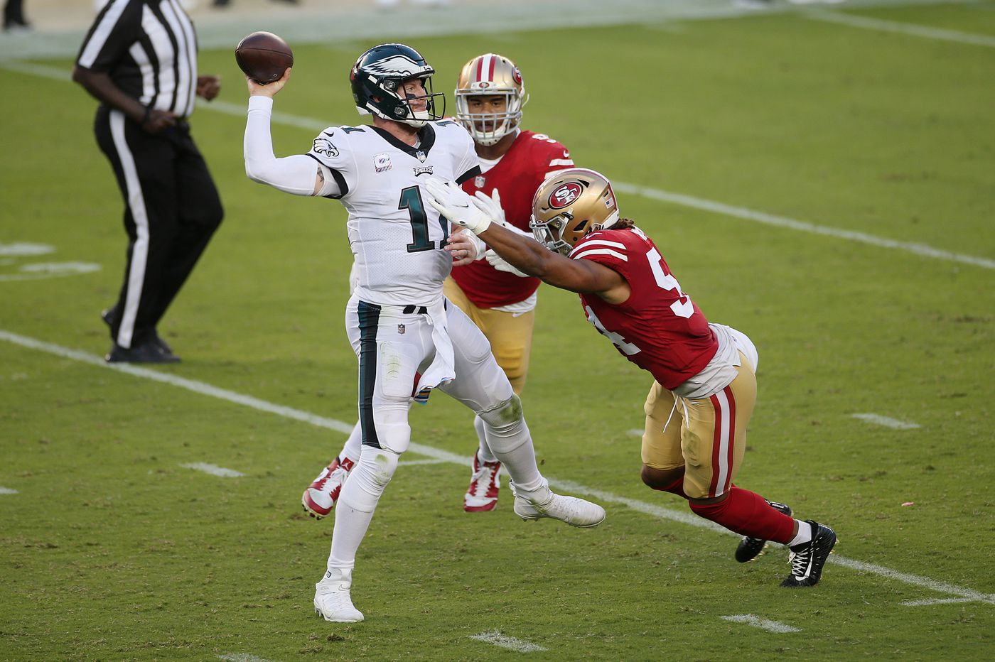 Carson Wentz Philadelphia Eagles Outlast San Francisco 49ers In 25 20 Victory
