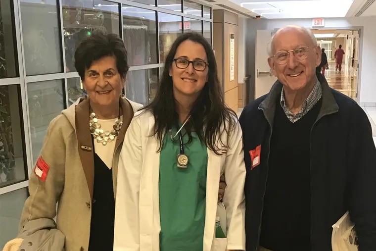 Naomi Rosenberg (center) with her parents, Alice and Steven, at Temple University hospital.
