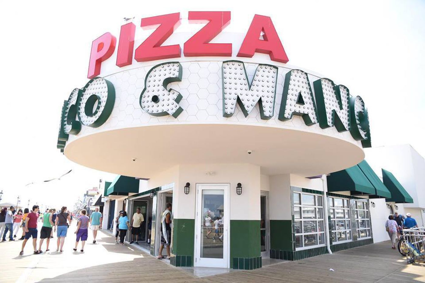 Al Pacino stops for a pie at Manco and Manco Pizza down the Jersey Shore