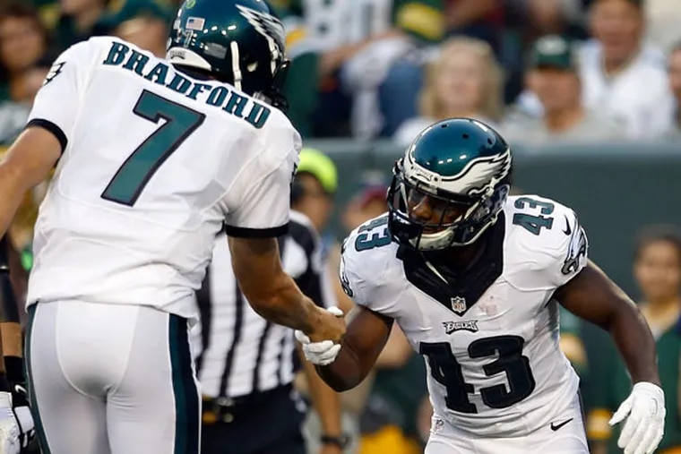 The Eagles' Darren Sproles celebrates his first-quarter touchdown reception with Sam Bradford against the Green Bay Packers in a preseason game on Saturday, Aug. 29, 2015 in Green Bay, Wis. (YONG KIM/Staff Photographer)